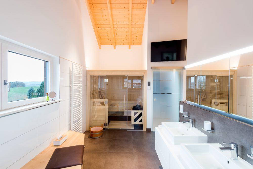 Badezimmer mit Innensauna
