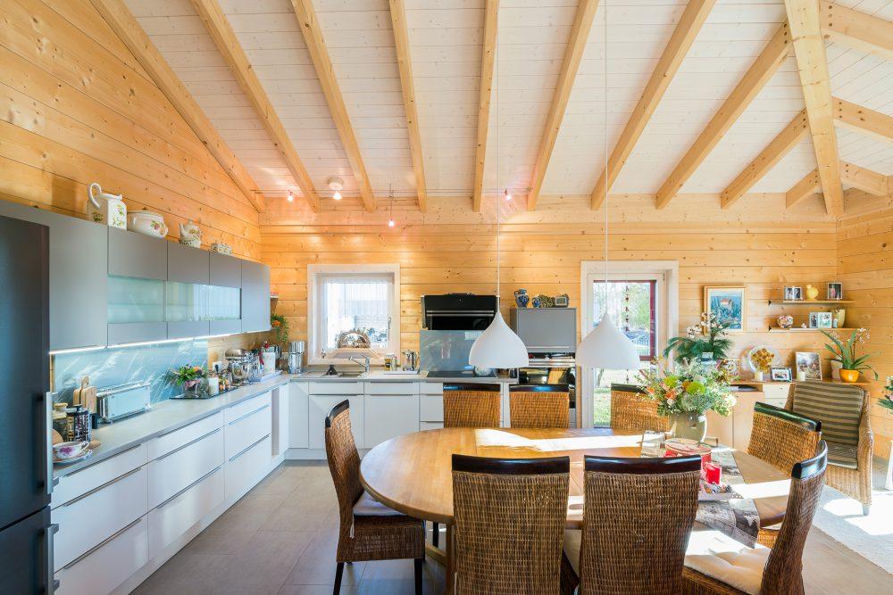 Wohnraum im Bungalow in Holzbauweise