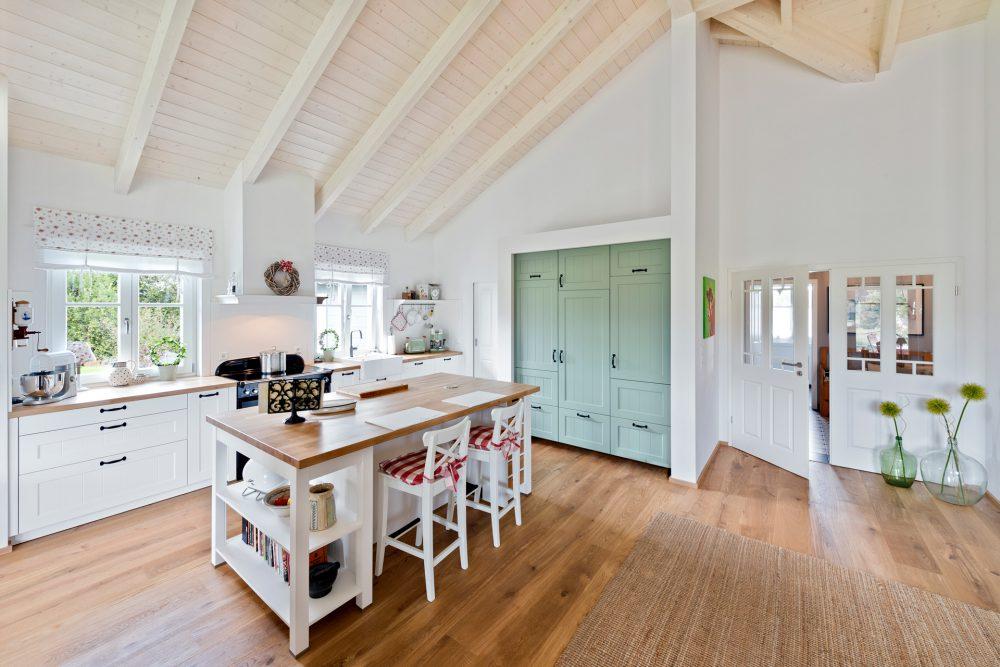 Holzhaus von innen Küche
