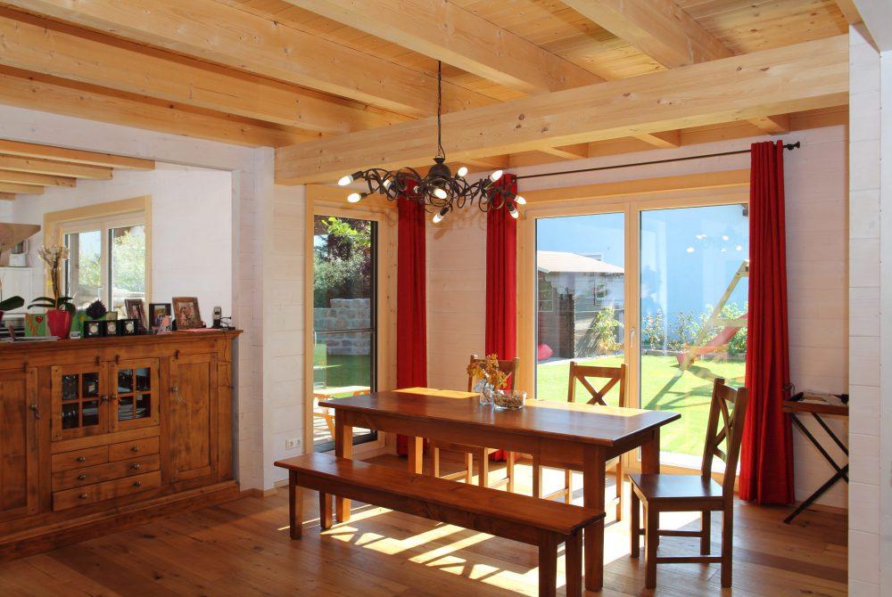 Holzhaus innen Esszimmer