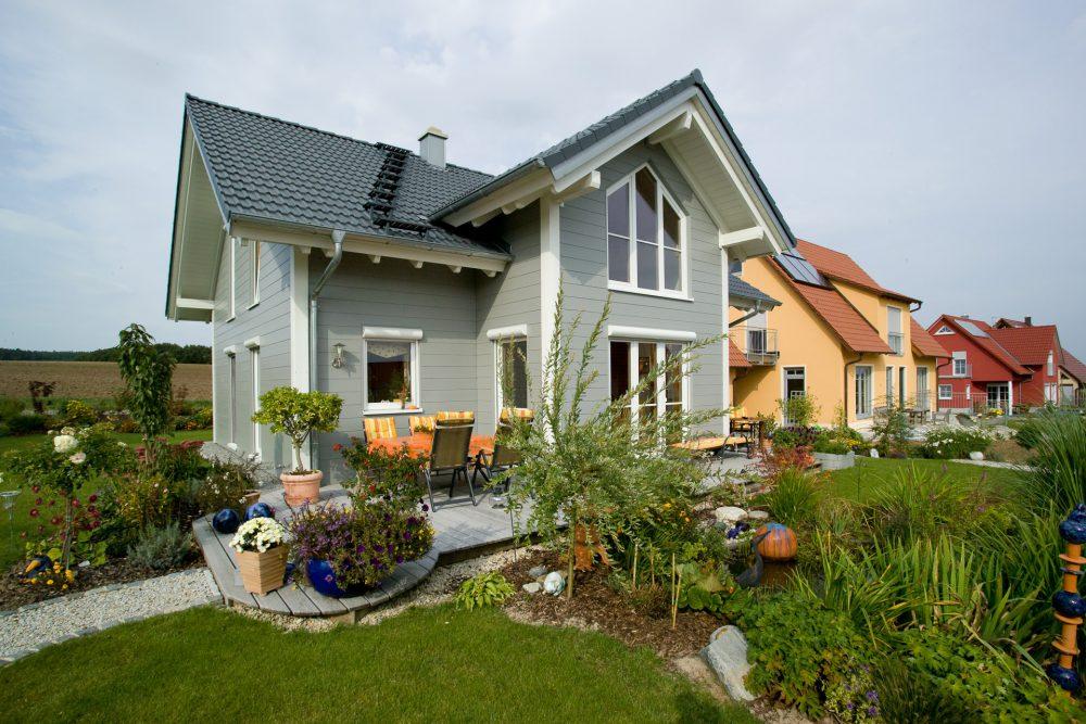 Holzhaus grau